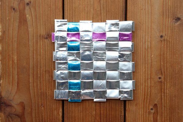 Using a woven square to make a template for pattern designing in coffee bag weaving